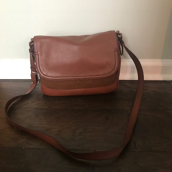 4deebe3ec7 Fossil Handbags - Fossil Peyton Leather Crossbody Bag